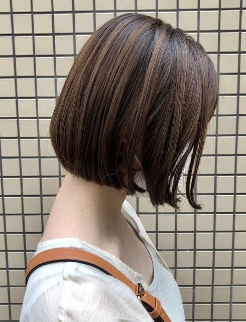 首が綺麗に見えるミニボブのサムネイル